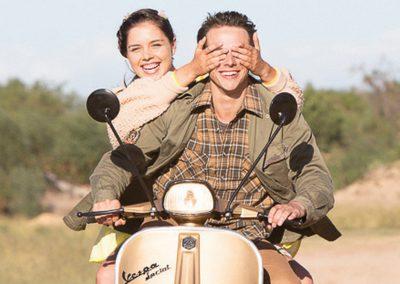 'Hollywood In My Huis' Première – Swart Tapyt Onderhoude met Akteurs en Bekendes